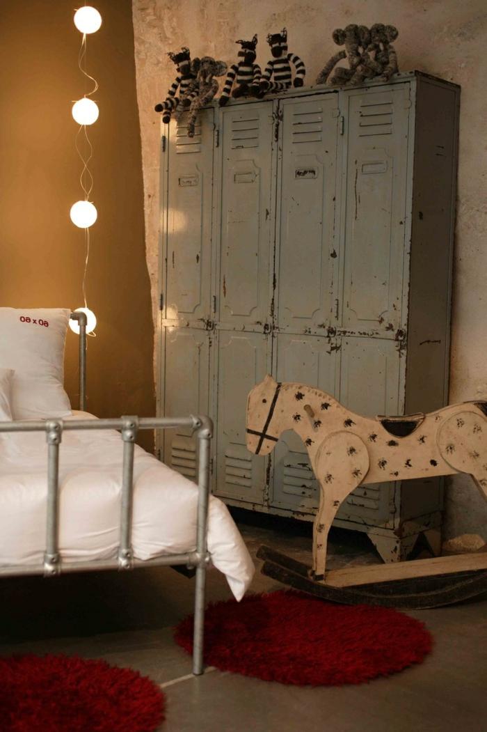 armoire-métallique-chambre-d'enfant-déco-vintage-ndustrielle