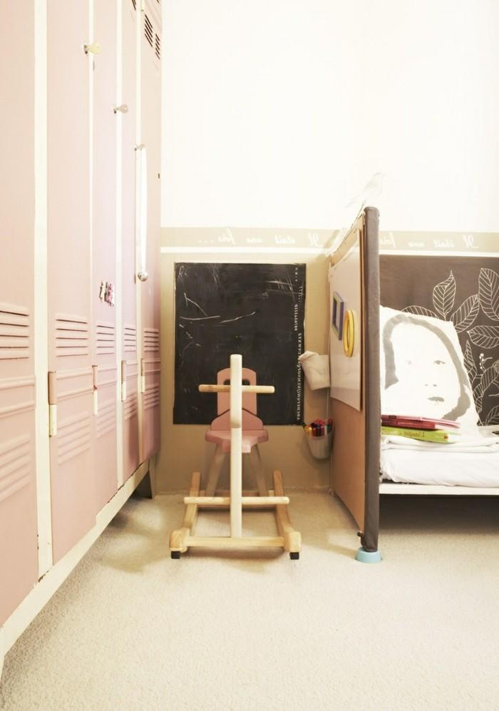 armoire-métallique-grande-armoire-en-métal-rose