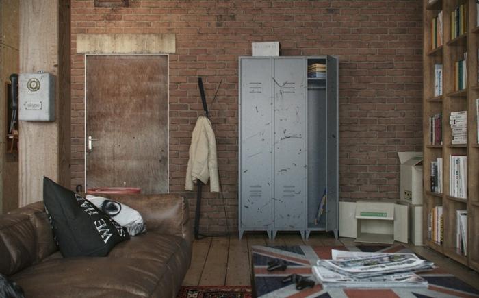 armoire-métallique-joli-décor-masculin-armoire-ancienne-grise