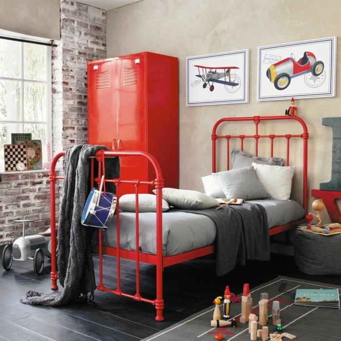 armoire-métallique-peint-rouge-dans-une-chambre-d'ado