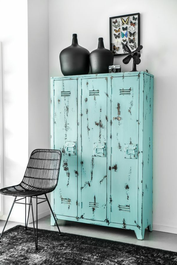 l 39 armoire m tallique apporte l 39 esprit industriel la maison. Black Bedroom Furniture Sets. Home Design Ideas