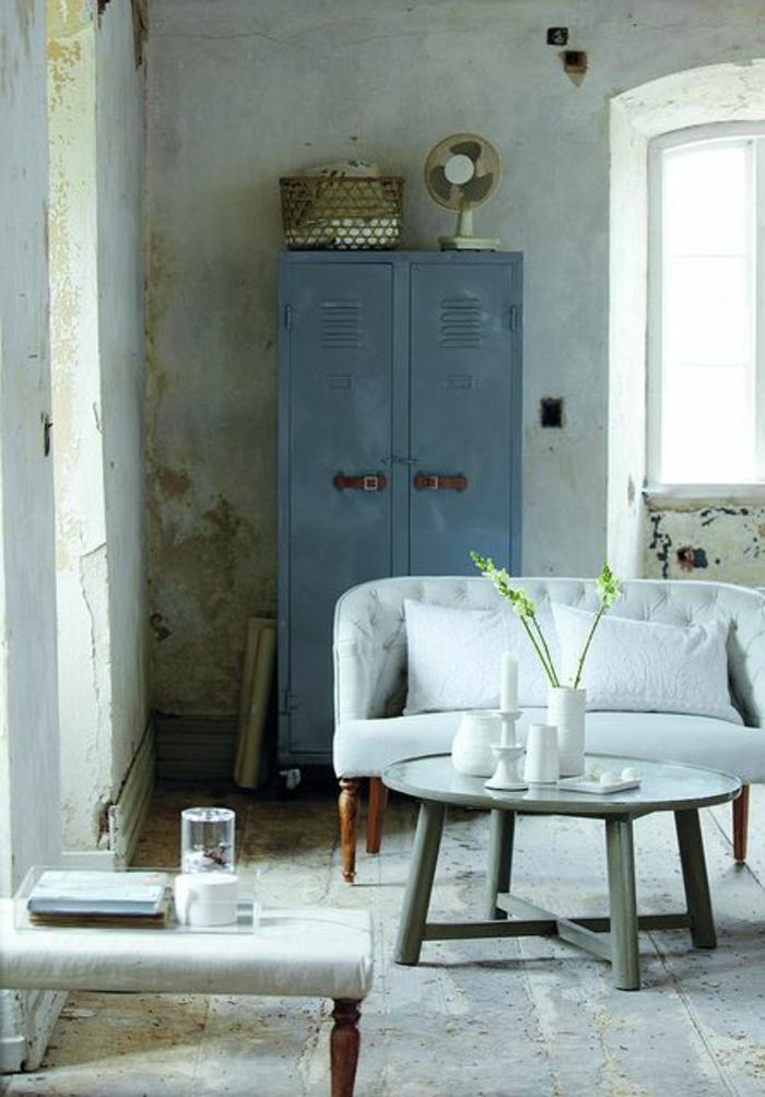 armoire-métallique-sofa-en-bois-et-textile