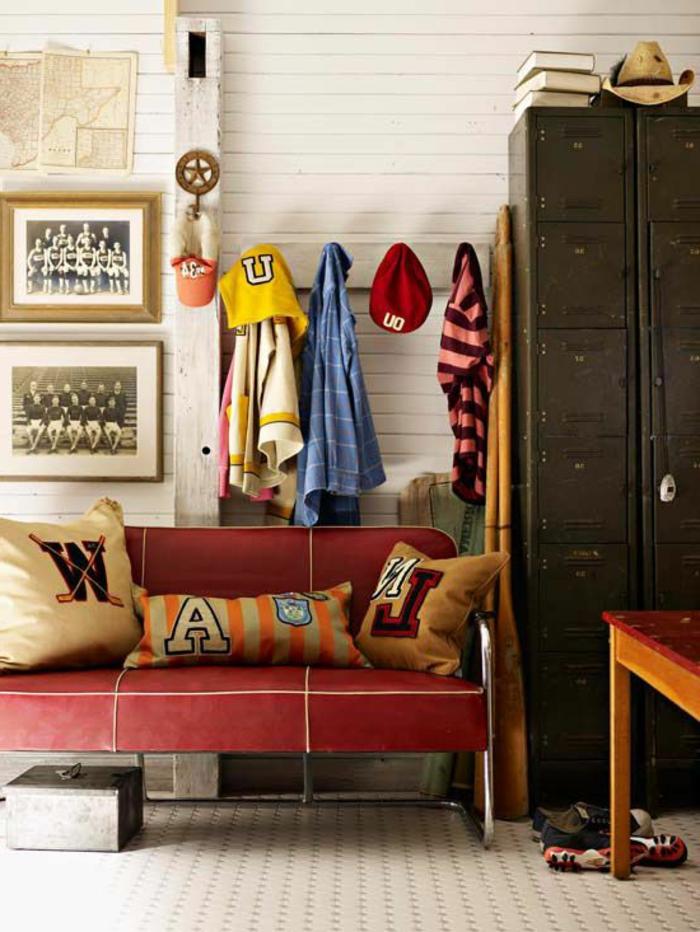 L 39 armoire m tallique apporte l 39 esprit industriel la maison - Porte manteau mural industriel ...