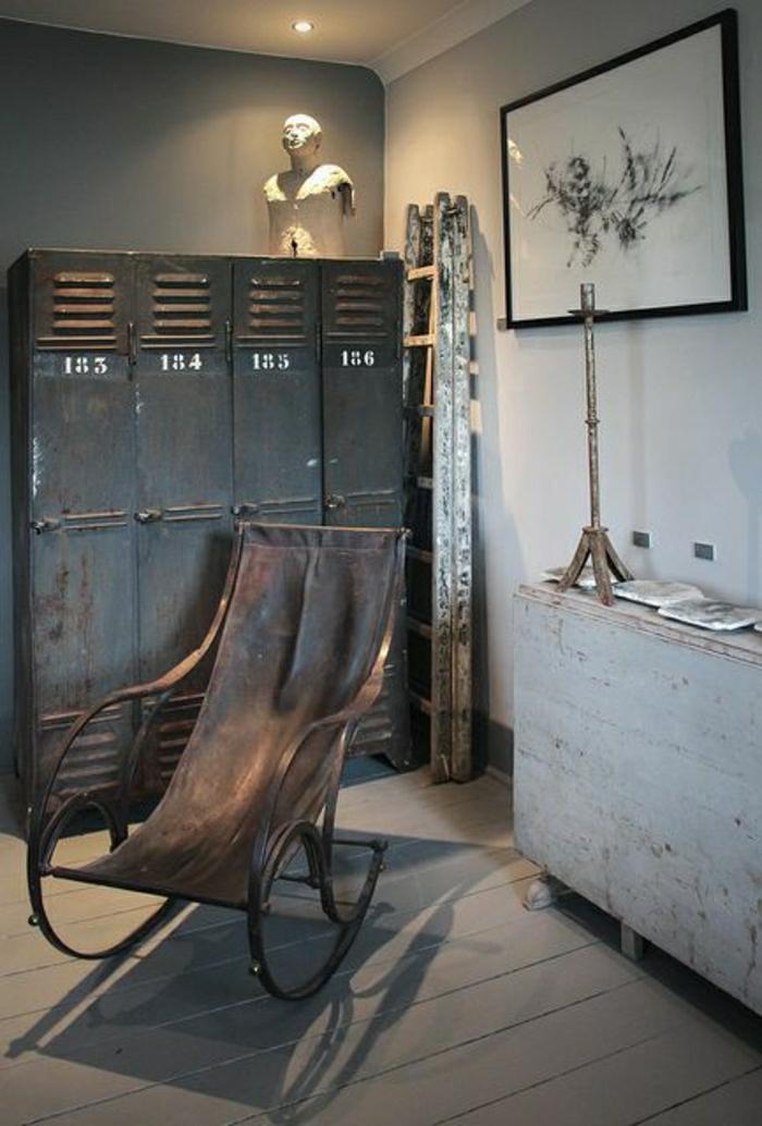 armoire-métallique-vestiaire-noir-et-chaise-berçante-industrielle