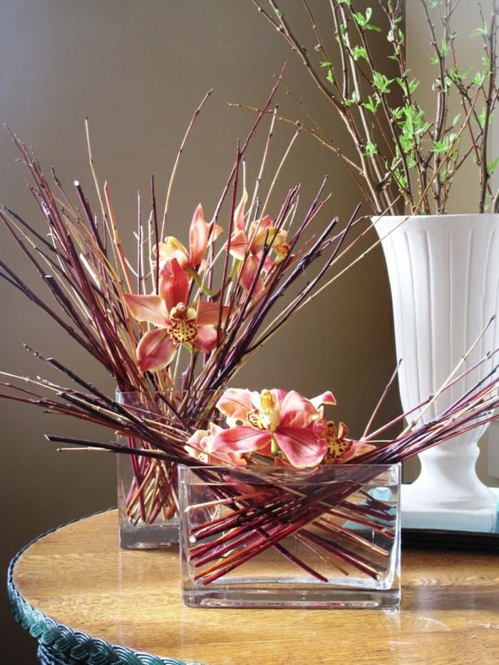 art-foral-moderne-compositions-avec-orchidées-et-branches-submergés
