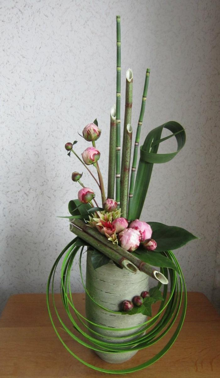 art-foral-moderne-concept-original-art-avec-fleurs-fraîches