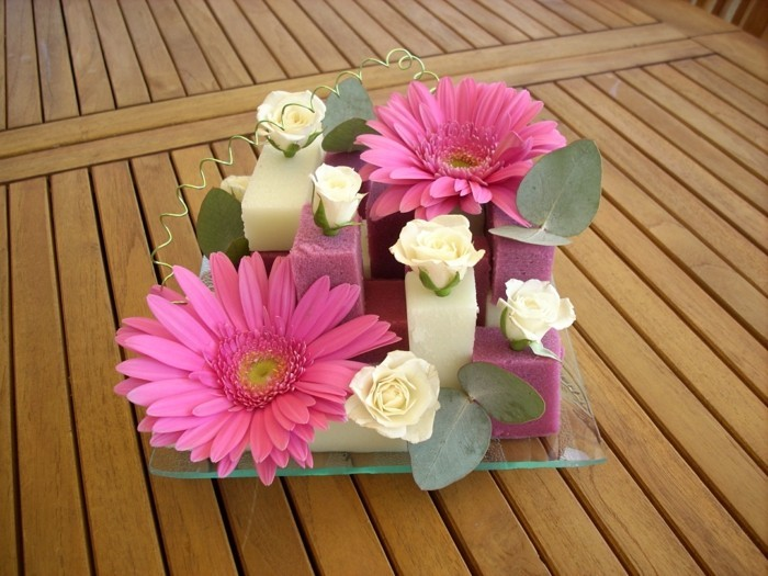 art-foral-moderne-ikebana-en-rose-et-blanc