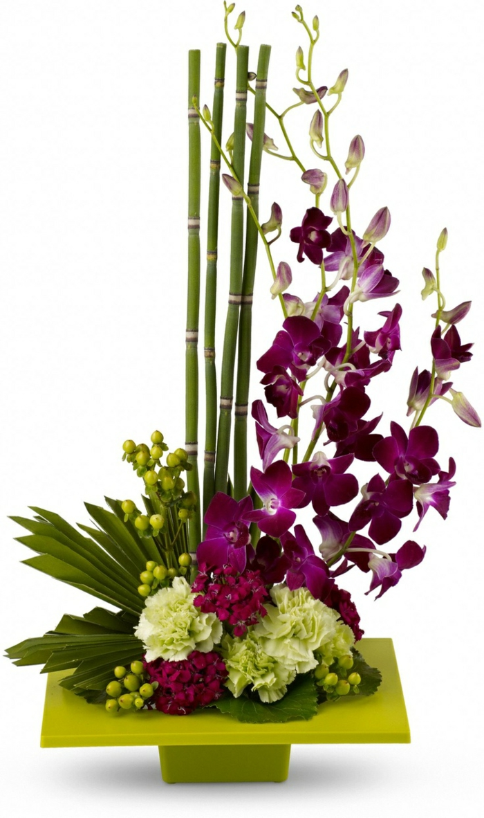 art-foral-moderne-ikebane-de-fleurs-et-bambous