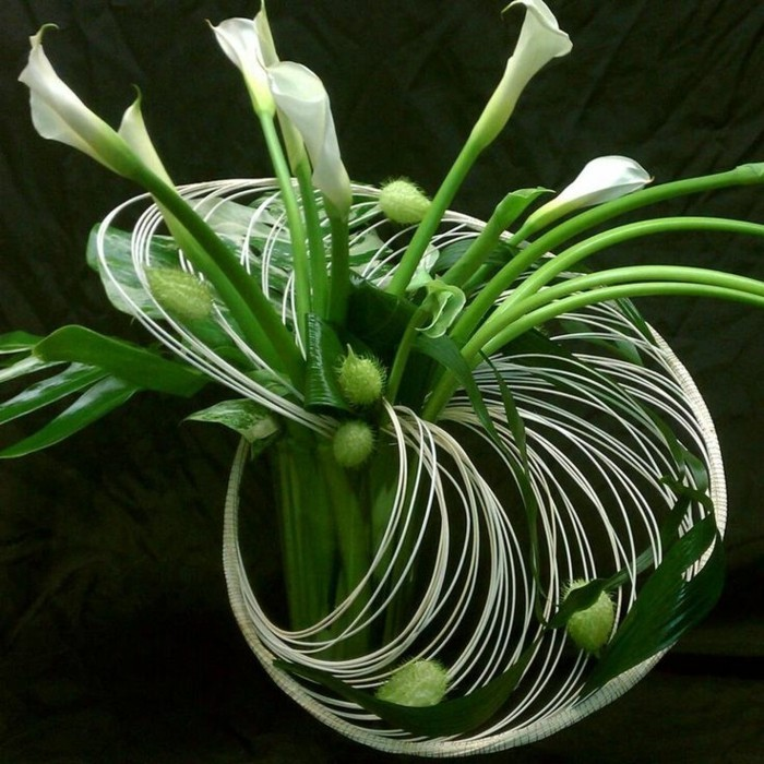 art-foral-moderne-joli-bouquet-de-lys-calla-arrangement-contemporain