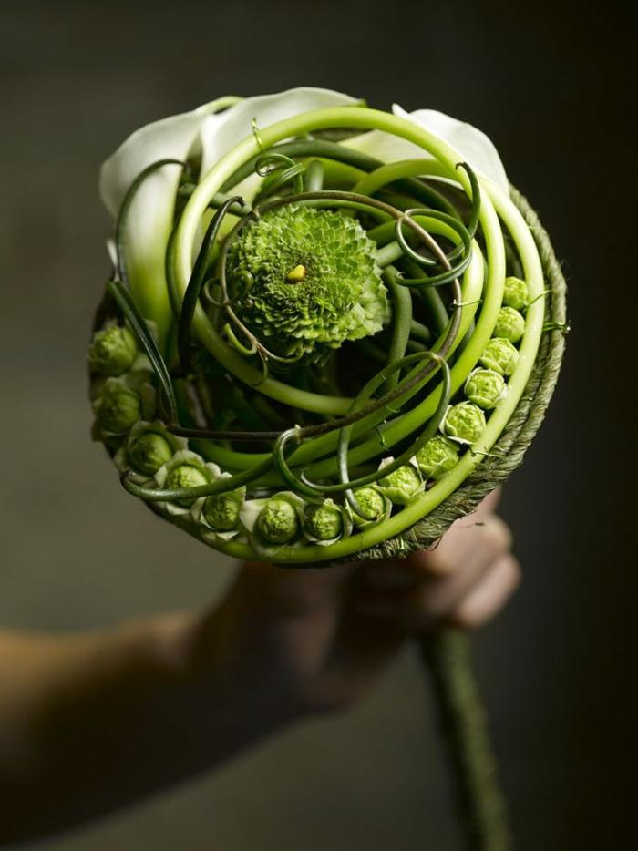 art-foral-moderne-joli-bouquet-de-mariée