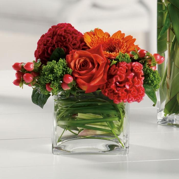 art-foral-moderne-joli-bouquet-en-rouge-et-vert