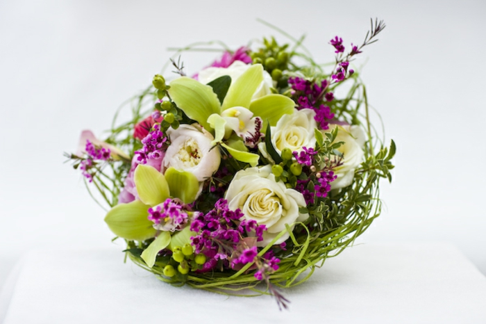 art-foral-moderne-petit-bouquet-en-forme-ronde