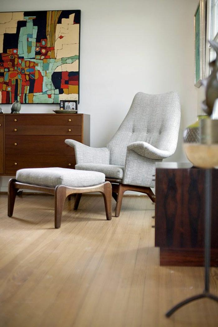 bahut-conforama-en-bois-foncé-fauteuil-de-lecture-gris-et-une-jolie-peinture-art