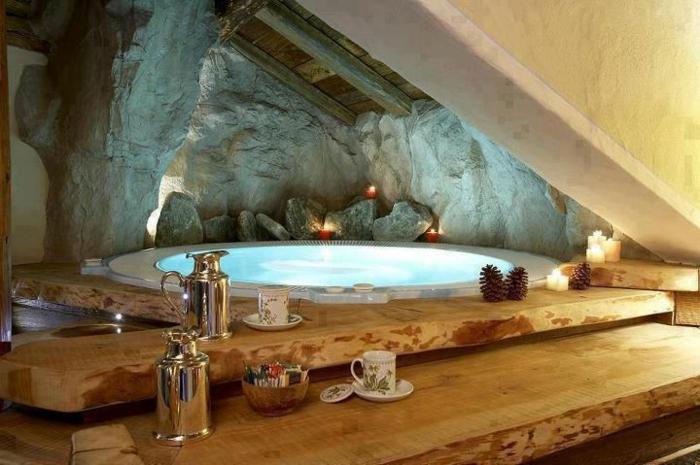 baignoire-ronde-décor-rustique-déco-en-bois-et-pierre