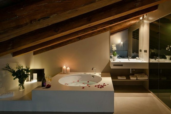 baignoire-ronde-jolie-salle-de-bain-attique