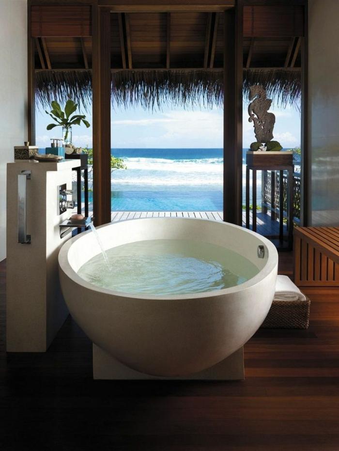 baignoire-ronde-maison-de-vacances-exotique
