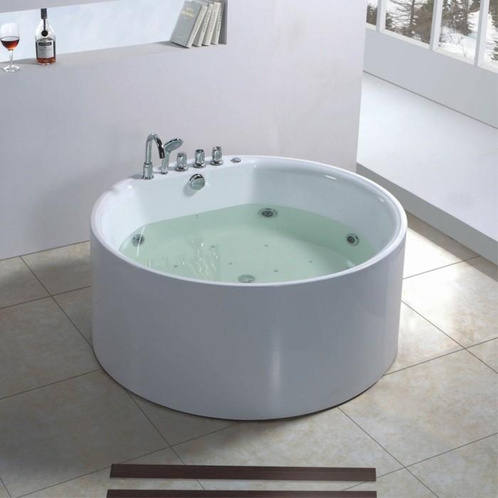 Jolis décors avec une baignoire ronde - Archzine.fr