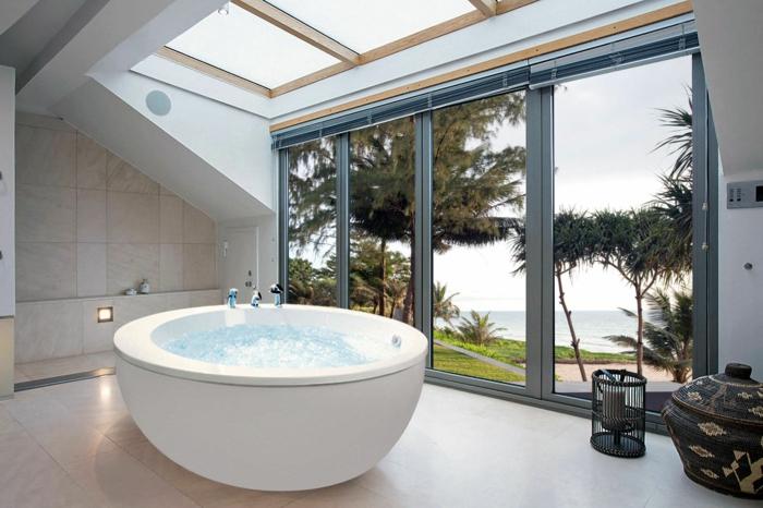 baignoire-ronde-verrières-de-toit-vue-magnifique
