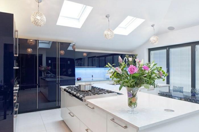 belles-photos-cuisine-blanche-cuisine-moderne-idées-cuisine-vase-fleurs