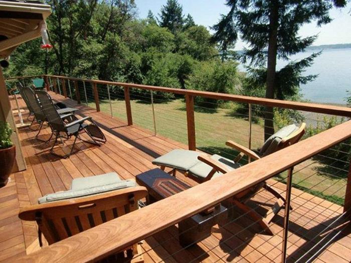 bien-choisir-la-balustrade-extérieure-pour-la-maison-en-bois-avec-balcon-en-bois