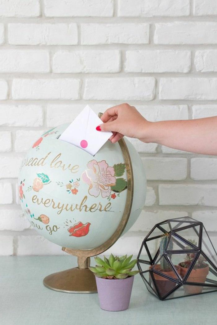 boite-mariage-urne-pour-anniversaire-tirelire-mariage-déco-globe-jolie