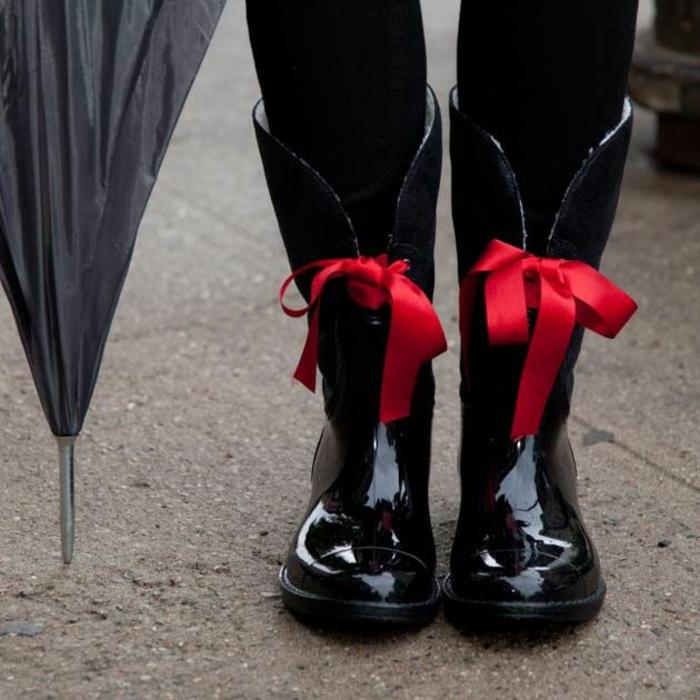 botte-aigle-bottes-en-caoutchouc-idées-shaussures-pluie-cordelles-rouges