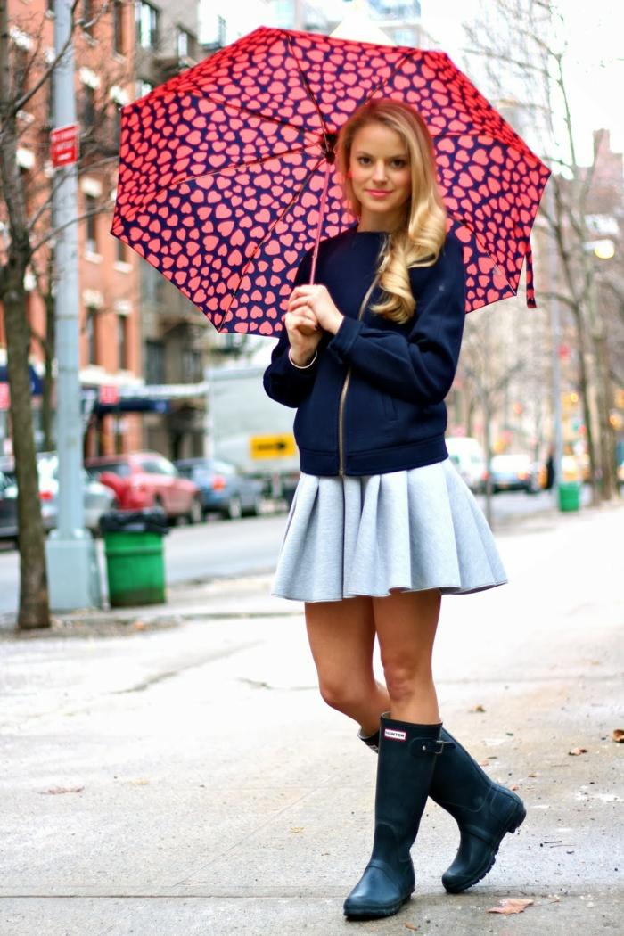 botte-de-pluie-femme-idées-tenue-de-jour-autome-hiver-paraplue-coeurs