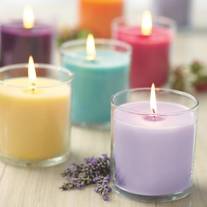 bougie-parfumée-décoration-chambre-à-coucher-pièce-aromatisée-différent-couleurs