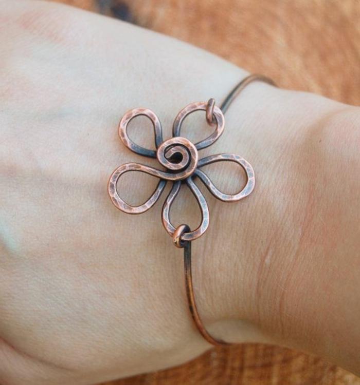 bracelet-en-cuivre-métal-tordu-motif-fleur