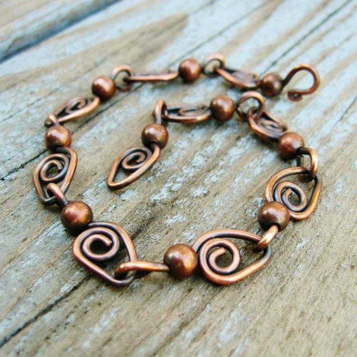 bracelet-en-cuivre-une-chaine-de-cuivre-avec-petites-boules