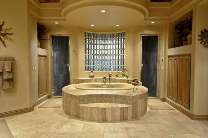 briques-de-verre-baignoire-centrale-et-mur-en-verre