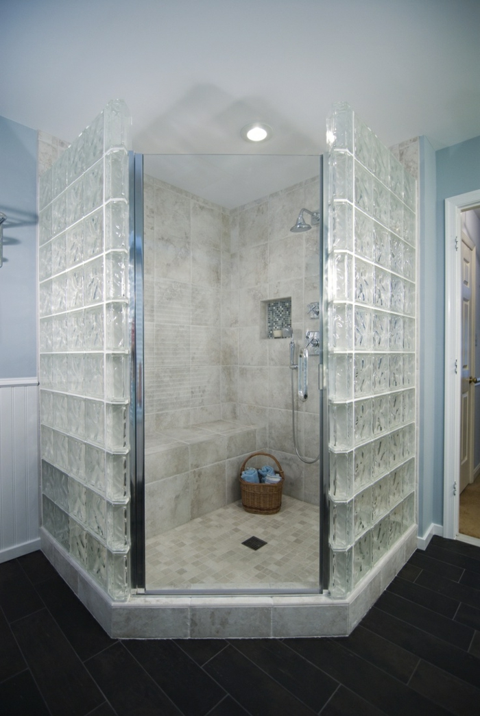 Salle de bains craquez pour les briques de verre for Pave verre salle de bain
