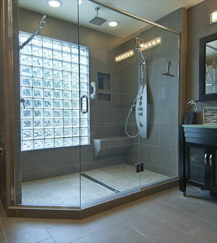 Salle De Bain Grande Fenetre : … de verre, cabine de douche spacieuse, grande fenêtre en pavés de