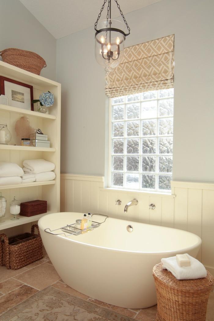 Mettons des briques de verre dans la salle de bains for Fenetre fibre de verre
