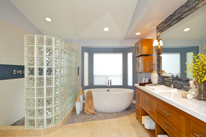 briques-de-verre-idées-déco-contemporaines-pour-la-salle-de-bains