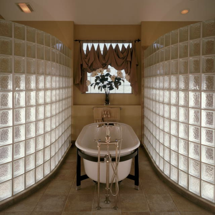 Mettons des briques de verre dans la salle de bains for Dans la salle de bain