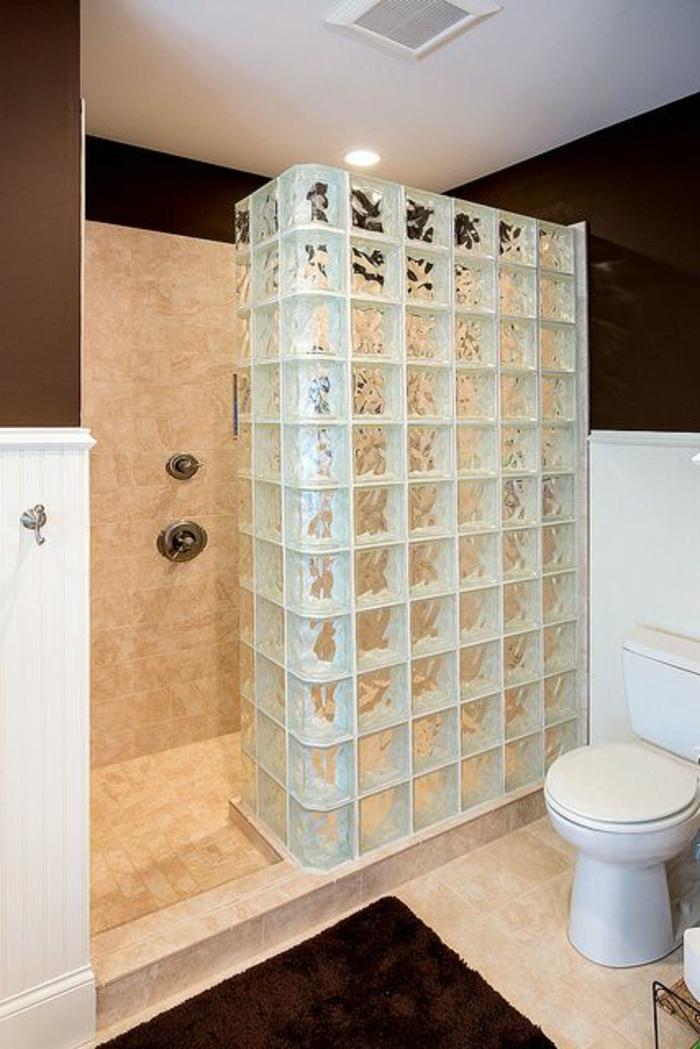 Petite Salle De Bain Zen : briques de verre, salle de bain classique, un mur de douche décoratif