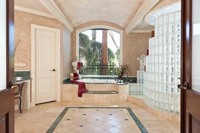 briques-de-verre-salle-de-bains-originale
