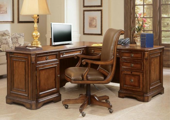 Le bureau en bois massif est une classique qui ne se for Bureau d angle en bois massif