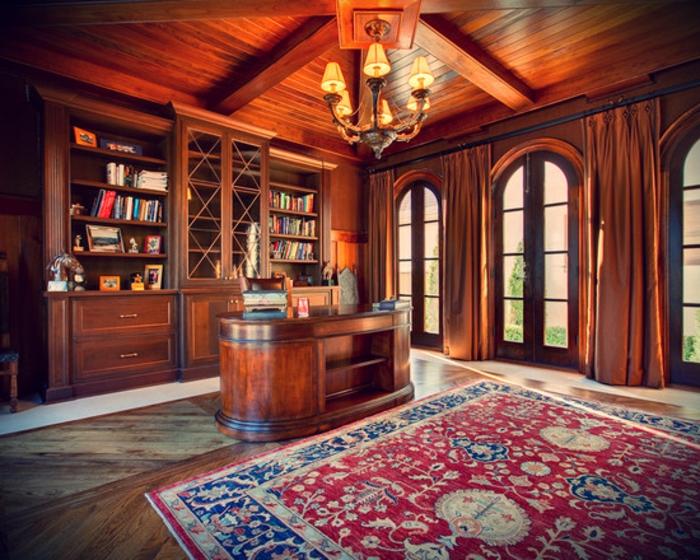 bureau-en-bois-massif-dans-une-demeure-impressionnante-à-déco-bois