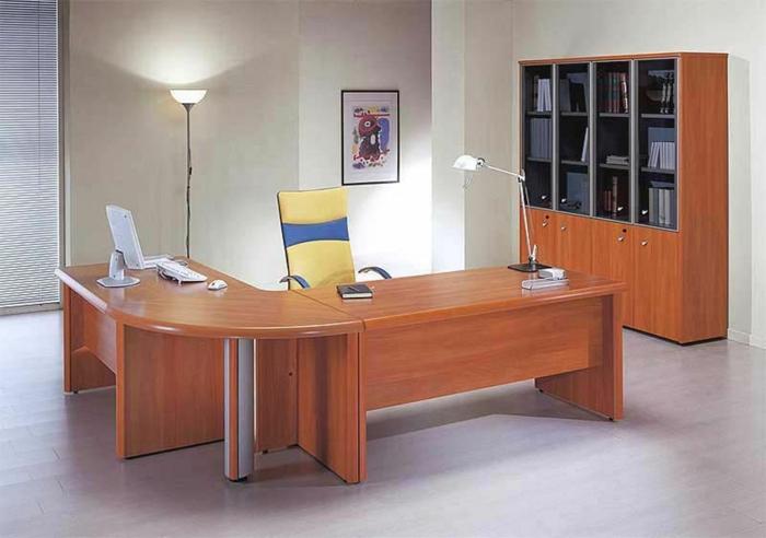 bureau-en-bois-massif-en-forme-ondulante-aménagement-minimaliste