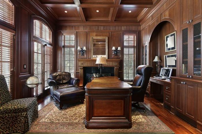 bureau-en-bois-massif-intérieur-accompli-avec-du-style-aménagement-en-bois-massif-et-grands-fauteuils