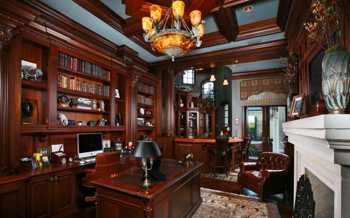 bureau-en-bois-massif-intérieur-vertigineux-en-bois-foncé-faux-plafond-en-bois-et-grand-fauteuil-en-cuir