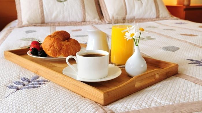 cadeau-pour-belle-mère-petit-déjeuner-plateau-idée-originale-fete-de-meres