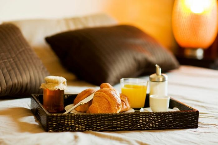 cadeau-pour-belle-mère-plateau-petit-déjeuner-idée-originale-cadeau-fête-de-meres