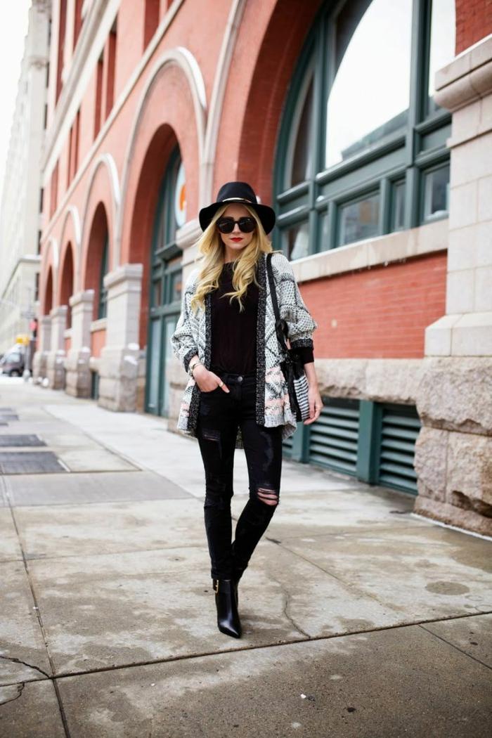 capeline-chapeau-noir-comment-l-accessoiriser-capeline-noire-blonde-habillé-bien