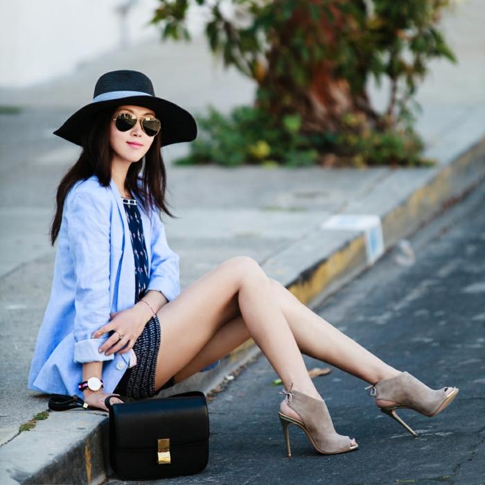la-capeline-chapeau-noir-comment-l-accessoiriser-capeline-noire-chemise-et-robe-chaussures-à-talon
