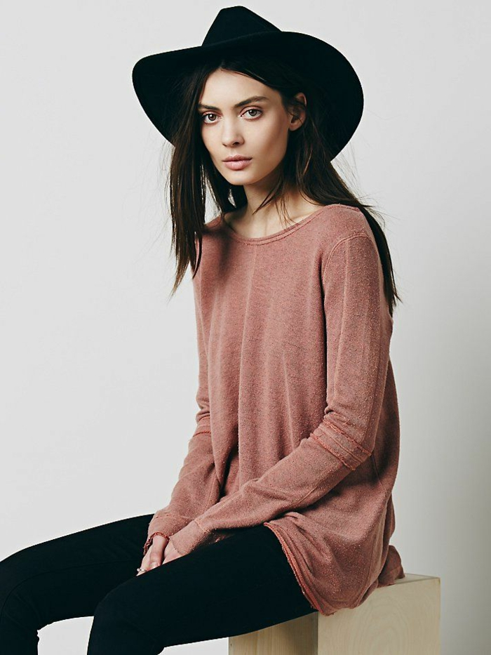 capeline-paille-chapeau-capeline-noire-tenue-de-jour-élégante-cool