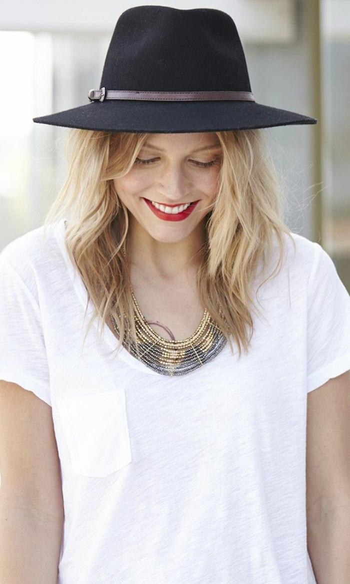 capeline-paille-chapeau-capeline-noire-tenue-de-jour-élégante-rouge-à-levre-blonde-femme