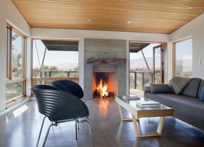 carrelage-effet-beton-dans-la-salle-de-séjour-avec-cheminée-d-intérieur-canape-gris